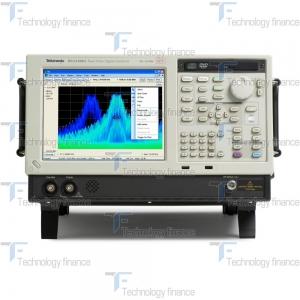 Лицевая сторона анализатора спектра Tektronix RSA5115B